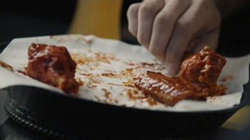 Buffalo Wild Wings TV Spot, '21 Flavors & Spices: Bite the Bullet' - Thumbnail 6