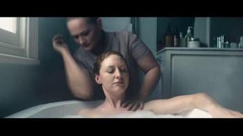 Benjamin Moore Aura Bath & Spa TV Spot, 'Moisture Resistance'