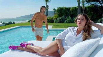 SKECHERS Air-Cooled Memory Foam TV Spot, 'Pool' Featuring Kelly Brook