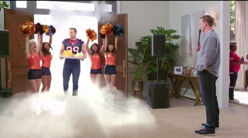 Papa John\'s Pan Pizza TV Spot, \'Smoke Machine\' Featuring Peyton Manning