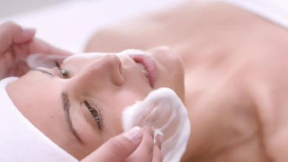 Dove Skin Care TV Commercial, 'Mystery Beauty Treatment'