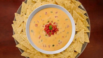 Velveeta and RO-TEL Queso Dip TV Spot, 'Famous Queso House'