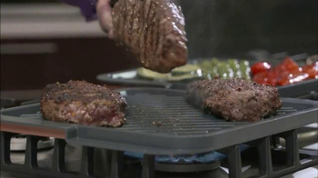 Gotham Steel Double Grill TV Spot, 'Nothing Sticks' Featuring Graham Elliot - Thumbnail 7
