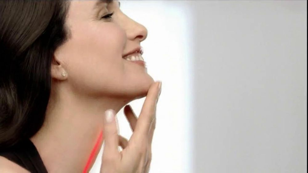 L'Oreal Revitalift TV Commercial Featuring Andie MacDowell