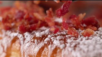 IHOP French-Toasted Donuts TV Spot, '¡Las cejas hablan!' [Spanish] - Thumbnail 5