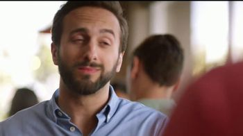 IHOP French-Toasted Donuts TV Spot, '¡Las cejas hablan!' [Spanish] - Thumbnail 8
