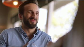 IHOP French-Toasted Donuts TV Spot, '¡Las cejas hablan!' [Spanish] - Thumbnail 9
