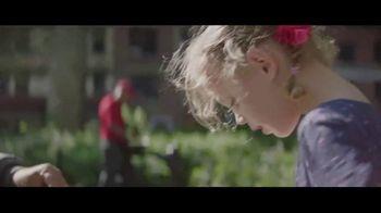 Samsung Mobile TV Spot, 'A&E: Look Closer'