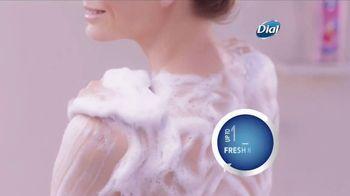 Dial Hibiscus Water Body Wash TV Spot, 'Beach Day' - Thumbnail 6