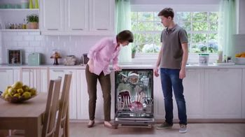 Cascade Platinum ActionPacs TV Spot, 'Cuts Through Tough, Baked-On Food'