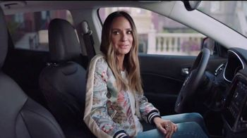 2017 Jeep Compass TV Spot, 'Get a Life' Featuring Catt Sadler, Tim Meadows - Thumbnail 3