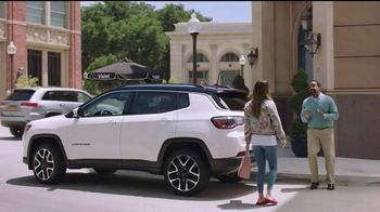 2017 Jeep Compass TV Spot, 'Get a Life' Featuring Catt Sadler, Tim Meadows - Thumbnail 4