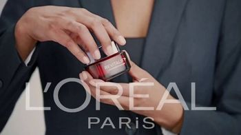 L'Oreal Paris Revitalift Triple Power TV Spot, 'Skeptical'