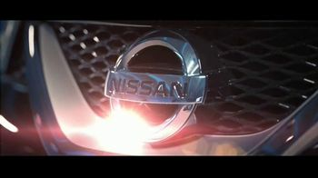 2017 Nissan Maxima Midnight Edition TV Spot, 'Curb Appeal'