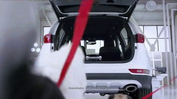 Kia Fall Savings Time TV Spot, 'Dog Walkers: 2017 Sportage' - Thumbnail 6