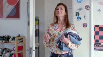 Febreze Unstoppables TV Spot, 'Nose Blind: Bedroom' - Thumbnail 6