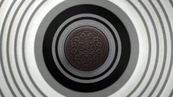 Oreo Thins TV Spot, 'Hypnotize' Song by Notorious B.I.G.