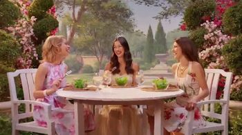 Wendy's Strawberry Mango Chicken Salad TV Spot, 'Perfect Salads' - Thumbnail 2