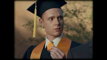 Taco Bell Naked Chicken Chips TV Spot, 'Graduation Day' - Thumbnail 6