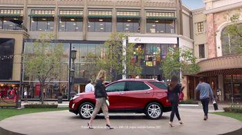 2018 Chevrolet Equinox LT TV Spot, 'Everybody, Everywhere' - Thumbnail 4
