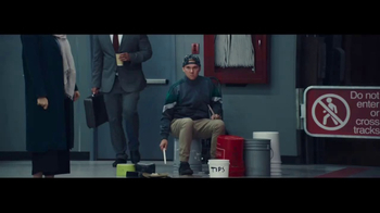 Verizon Unlimited TV Spot, 'All Aboard the Network' Ft. Thomas Middleditch - Thumbnail 7