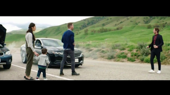Verizon Unlimited TV Spot, 'Roadside Rescue' Featuring Thomas Middleditch - Thumbnail 7