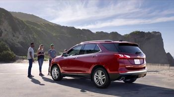 2018 Chevrolet Equinox LT TV Spot, 'Everybody, Everywhere' - Thumbnail 5