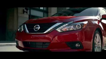 Nissan Make the Move Sales Event TV Spot, 'Bonus Cash: Rogue & Altima'