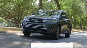2017 Toyota Highlander TV Spot, 'Live With Peace of Mind' - Thumbnail 5