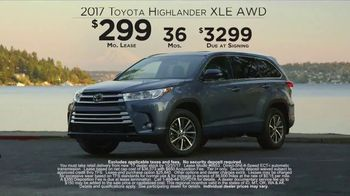 2017 Toyota Highlander TV Spot, 'Live With Peace of Mind' - Thumbnail 7