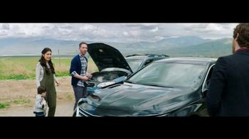 Verizon TV Spot, 'Roadside Rescue: Google Pixel' Feat. Thomas Middleditch - Thumbnail 7