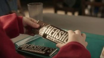 Hershey's Cookie Layer Crunch TV Spot, 'Kids Table' - Thumbnail 2